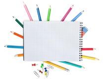 Farbige Bleistifte lokalisiert auf Hintergrund Stockfotografie