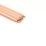 Farbige Bleistifte lokalisiert auf Weiß Lizenzfreie Stockfotos