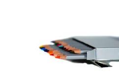 Farbige Bleistifte lokalisiert auf Weiß Lizenzfreie Stockbilder
