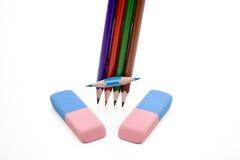 Farbige Bleistifte mit Radiergummi Lizenzfreie Stockfotos