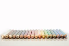 Farbige Bleistifte mit Reflex Stockfotos