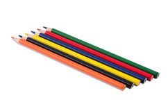 Farbige Bleistifte und ein Notizbuch Lizenzfreie Stockfotos