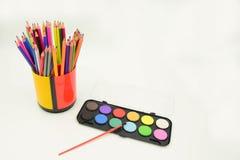 Farbige Bleistifte und Malerei Lizenzfreies Stockfoto