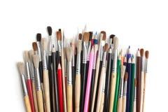 Farbige Bleistifte und Pinsel Stockfotografie