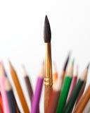 Farbige Bleistifte und Pinsel Lizenzfreies Stockbild
