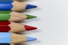 Farbige Bleistifte und Studenten, Schulen, Bildung Stockbilder