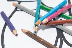 Farbige Bleistifte und Zeichenstift Stockfoto