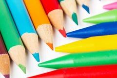 Farbige Bleistifte und Zeichenstifte Lizenzfreies Stockbild