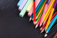 Farbige Bleistifte und Zeichenstifte Lizenzfreies Stockfoto