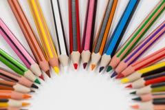 Farbige Bleistifte vereinbart in einem Halbrund Lizenzfreies Stockbild
