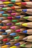 Farbige Bleistifte von verschiedenen Farben, Abschluss oben Stockbilder