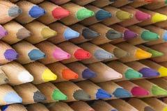 Farbige Bleistifte von verschiedenen Farben, Abschluss oben Lizenzfreies Stockfoto