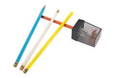 Farbige Bleistifte w/Sharpener, getrennt Stockfotografie