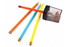 Farbige Bleistifte w/Sharpener, getrennt Lizenzfreies Stockfoto