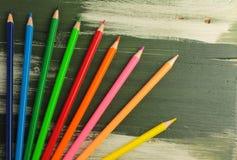 Farbige Bleistifte zu zeichnen Stockfotos