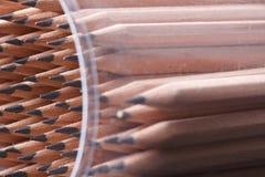 farbige Bleistiftnahaufnahme auf einem dunklen Hintergrund Lizenzfreie Stockfotografie