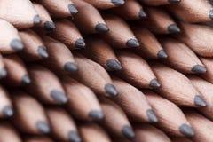 farbige Bleistiftnahaufnahme auf einem dunklen Hintergrund Lizenzfreie Stockbilder