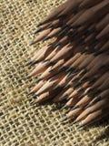 farbige Bleistiftnahaufnahme auf einem dunklen Hintergrund Lizenzfreies Stockfoto