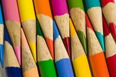 Farbige Bleistiftzeichenstifte Lizenzfreie Stockfotos
