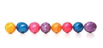 Farbige Eier in Folge Lizenzfreies Stockbild