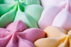 Farbige Eiscreme im Behälter Stockbild