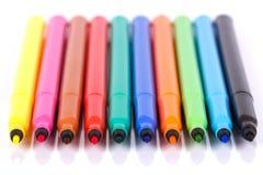 Farbige felt-tip Federn stockbilder