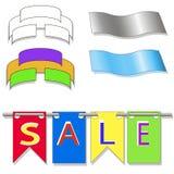 Farbige Flaggen, die Form verschobene Verkaufszeichen hängen Stockfotografie