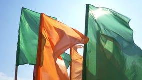 Farbige Flaggen im Wind am Stadion stock footage