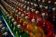 Farbige Flaschen stockfoto