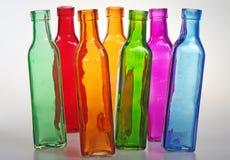 Farbige Flaschen scheinen zu tanzen Stockfotografie