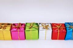 Farbige Geschenke stockbilder