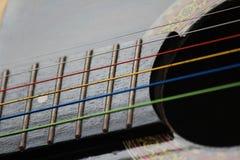 Farbige Gitarren-Schnüre Stockbild