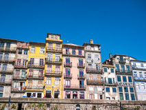 Farbige Häuser Porto Ribeira Stockbild