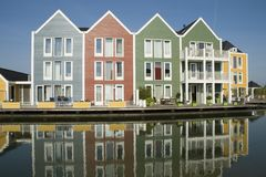 Farbige hölzerne Häuser Stockfotos