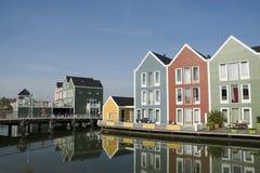 Farbige hölzerne Häuser Lizenzfreies Stockfoto