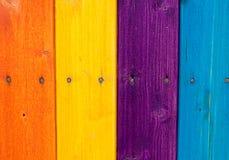 Farbige hölzerne Planken, Zaun Stockfotos