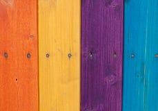 Farbige hölzerne Planken, Zaun Lizenzfreies Stockfoto