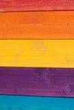 Farbige hölzerne Planken, Zaun Lizenzfreie Stockfotos