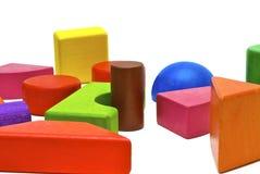 Farbige hölzerne Spielwaren lizenzfreie stockfotos