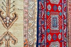 Farbige handgemachte Teppiche der Wollen lizenzfreie stockfotos