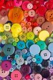 Regenbogen farbige Knöpfe Stockfotos