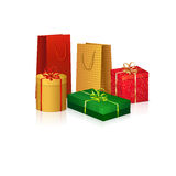 Farbige Kästen mit Geschenken für den Feiertag Lizenzfreies Stockfoto