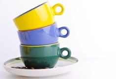 Farbige Kaffeetassen stockbild