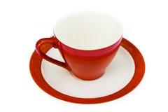 Farbige Kaffeetassen mit Saucers Lizenzfreie Stockfotografie