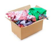Farbige Kleidung in einem Kasten Lizenzfreie Stockfotografie
