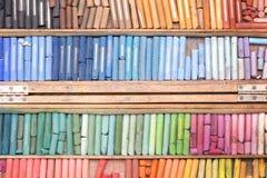 Farbige Kreiden in einem Kasten Lizenzfreies Stockbild