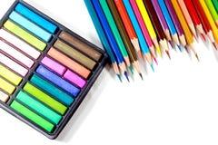 Farbige Mehrfarbenbleistifte oder Zeichenstifte Stockfotos