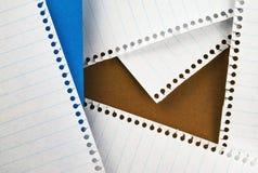 Farbige Papiere und Blätter vom Block Stockfotos