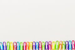 Farbige Papierklammern Stockbilder