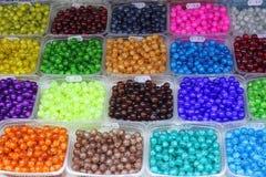 Farbige Plastikkorne Stockbild